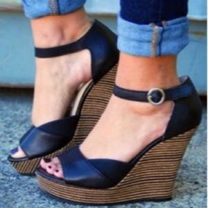 NWOT Seychelles Black Leather Wedge Cork Sandals 9